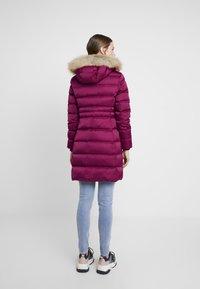 Calvin Klein Jeans - LONG PUFFER - Dunkåpe / -frakk - beet red - 2