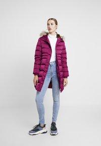 Calvin Klein Jeans - LONG PUFFER - Dunkåpe / -frakk - beet red - 1