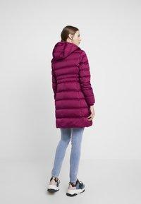 Calvin Klein Jeans - LONG PUFFER - Dunkåpe / -frakk - beet red - 3