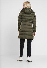 Calvin Klein Jeans - LONG PUFFER - Piumino - grape leaf - 3