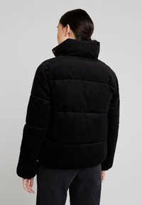 Calvin Klein Jeans - PUFFER JACKET - Zimní bunda - black - 2
