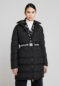 Calvin Klein Jeans - LONG PUFFER WITH WAIST BELT - Abrigo de invierno - black - 0