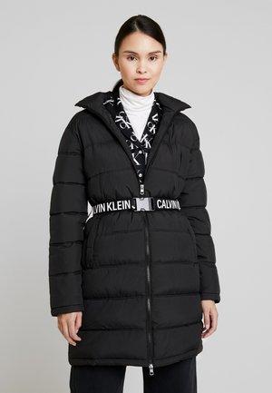 LONG PUFFER WITH WAIST BELT - Winter coat - black