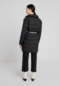 Calvin Klein Jeans - LONG PUFFER WITH WAIST BELT - Abrigo de invierno - black - 2