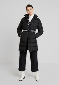 Calvin Klein Jeans - LONG PUFFER WITH WAIST BELT - Abrigo de invierno - black - 1