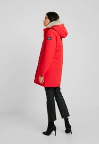 Calvin Klein Jeans - GERMANY SPECIAL PARKA - Doudoune - racing red - 2