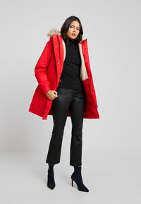 Calvin Klein Jeans - GERMANY SPECIAL PARKA - Doudoune - racing red - 1