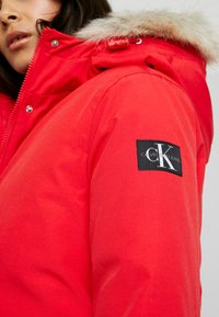 Calvin Klein Jeans - GERMANY SPECIAL PARKA - Doudoune - racing red - 5