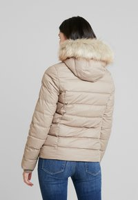 Calvin Klein Jeans - SHORT FITTED PUFFER - Light jacket - funghi - 2