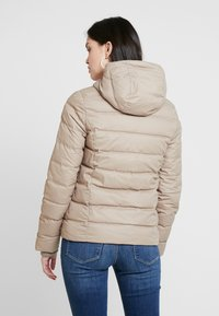 Calvin Klein Jeans - SHORT FITTED PUFFER - Light jacket - funghi - 3