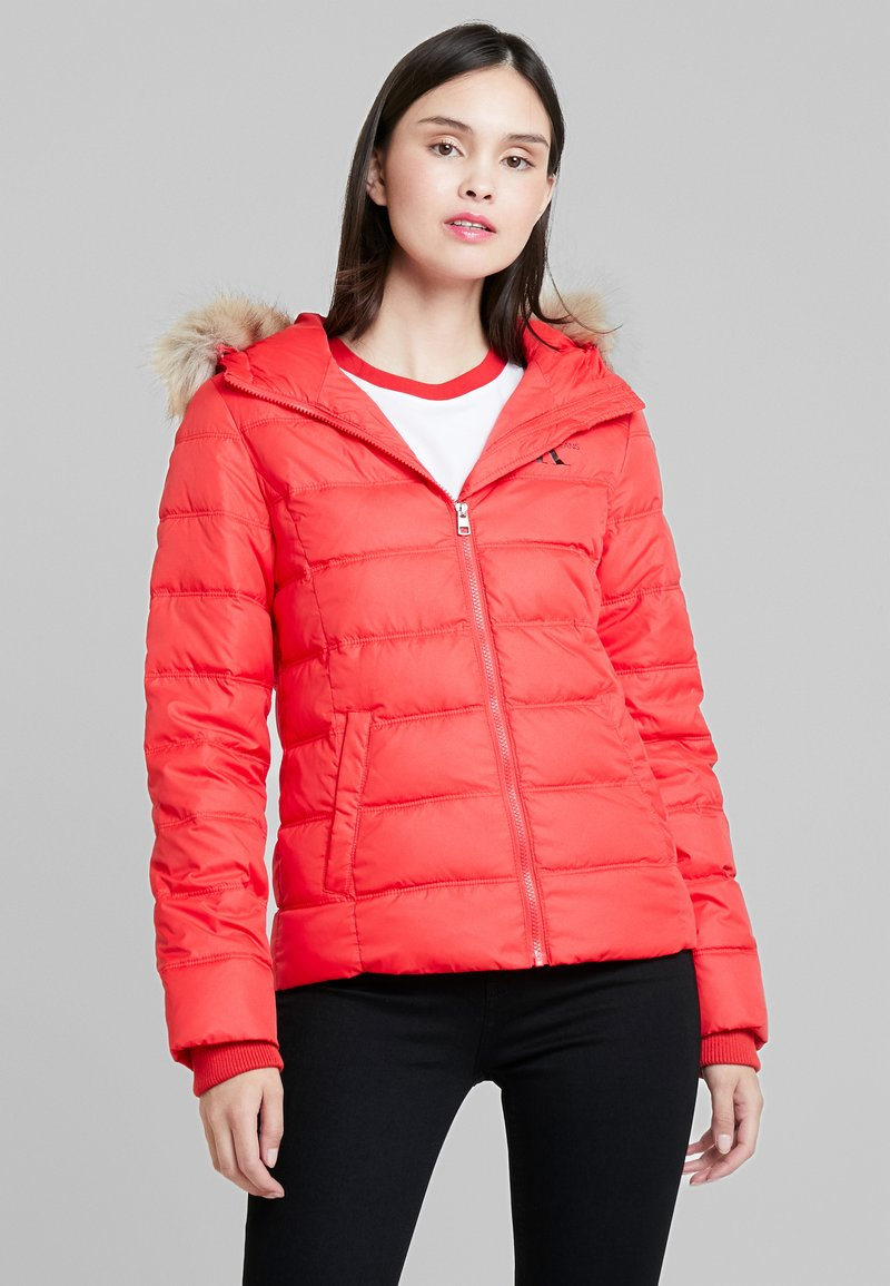 Calvin Klein Jeans - SHORT FITTED PUFFER - Light jacket - racing red