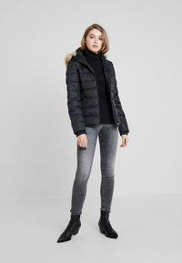 Calvin Klein Jeans - SHORT FITTED PUFFER - Veste mi-saison - black - 1