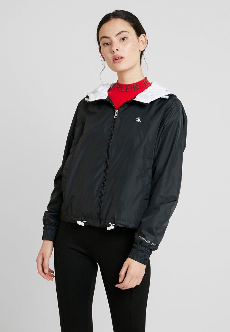 Calvin Klein Jeans - POP COLOUR UNPADDED WINDBREAKER - Windbreaker - black/bright white