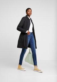 Calvin Klein Jeans - LIGHT PADDED CARCOAT - Krátký kabát - black - 1
