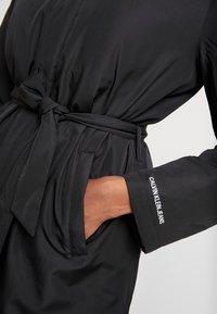 Calvin Klein Jeans - LIGHT PADDED CARCOAT - Krátký kabát - black - 5