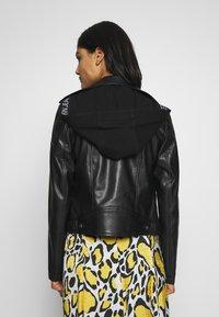 Calvin Klein Jeans - HOODED JACKET - Veste en similicuir - black - 2