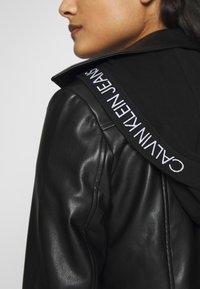 Calvin Klein Jeans - HOODED JACKET - Veste en similicuir - black - 4