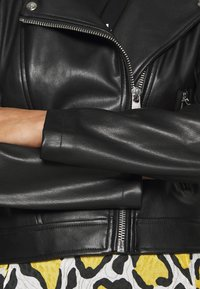 Calvin Klein Jeans - HOODED JACKET - Veste en similicuir - black - 6
