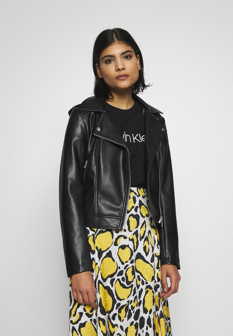 Calvin Klein Jeans - HOODED JACKET - Veste en similicuir - black