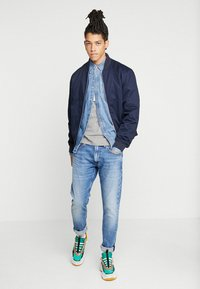Calvin Klein Jeans - LONG SLEEVE UTILITY OMEGA - Shirt - denim