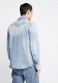 Calvin Klein Jeans - FOUNDATION WESTERN - Camicia - light-blue denim - 2