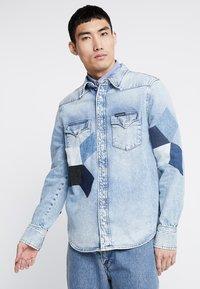 Calvin Klein Jeans - FOUNDATION WESTERN - Camicia - light-blue denim - 0