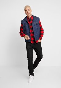 Calvin Klein Jeans - WESTERNCHECK SHIRT REGULAR FIT - Košile - racing red/black - 1