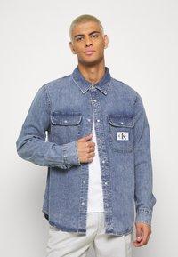 Calvin Klein Jeans - ARCHIVE REGULAR  - Chemise - mid blue - 0