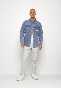 Calvin Klein Jeans - ARCHIVE REGULAR  - Chemise - mid blue - 1