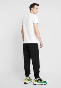 Calvin Klein Jeans - TRACK PANT - Teplákové kalhoty - black - 2