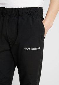Calvin Klein Jeans - TRACK PANT - Teplákové kalhoty - black - 3