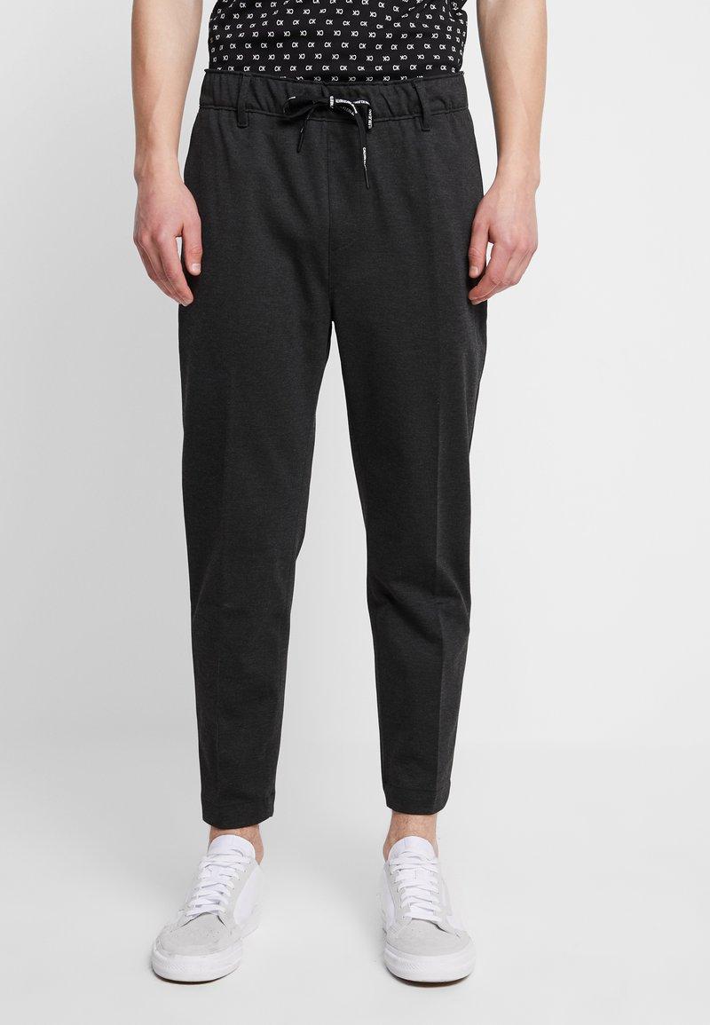 Calvin Klein Jeans - GALFOS MELANGE PANTS - Trainingsbroek - black