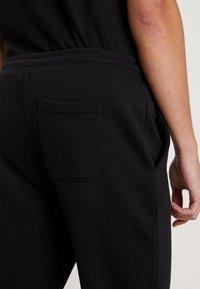 Calvin Klein Jeans - BADGE PANT - Tracksuit bottoms - black - 3