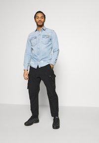 Calvin Klein Jeans - OVERSIZED ZIP POCKET PANT - Pantaloni cargo - black - 1