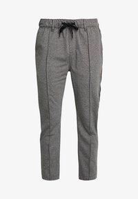 Calvin Klein Jeans - SIDE STRIPE JOGGER - Teplákové kalhoty - grey heather - 4