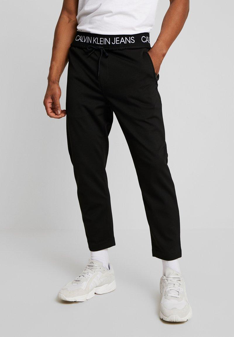 Calvin Klein Jeans - EXPOSED WAISTBAND MILANO PANT - Pantaloni sportivi - black