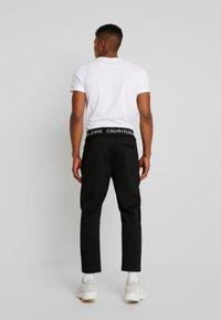 Calvin Klein Jeans - EXPOSED WAISTBAND MILANO PANT - Pantaloni sportivi - black - 2