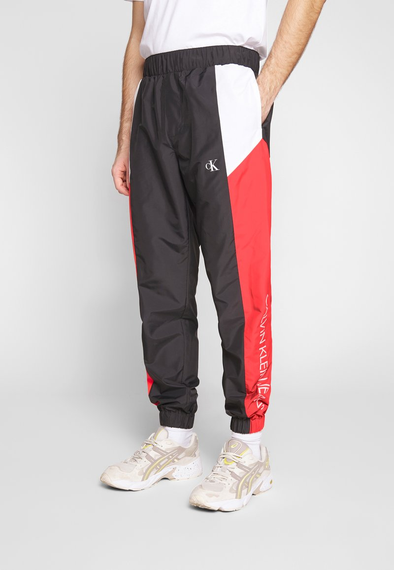 Calvin Klein Jeans - COLOR BLOCK TRACK PANT - Trainingsbroek - black/white/red
