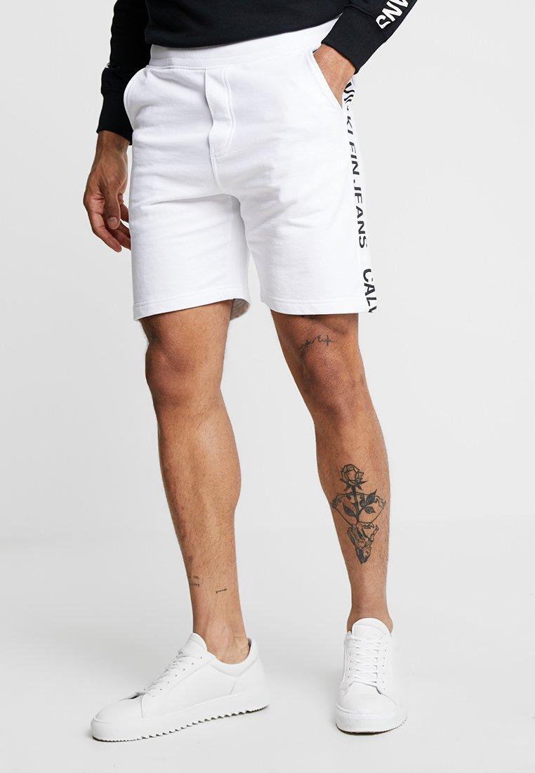 Calvin Klein Jeans - SIDE INSTITUTIONAL - Shorts - white