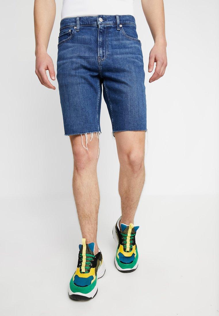 Stone With Klein Short PrideEn Calvin Raw Hem Dark Jean Jeans oeQrWxdCB