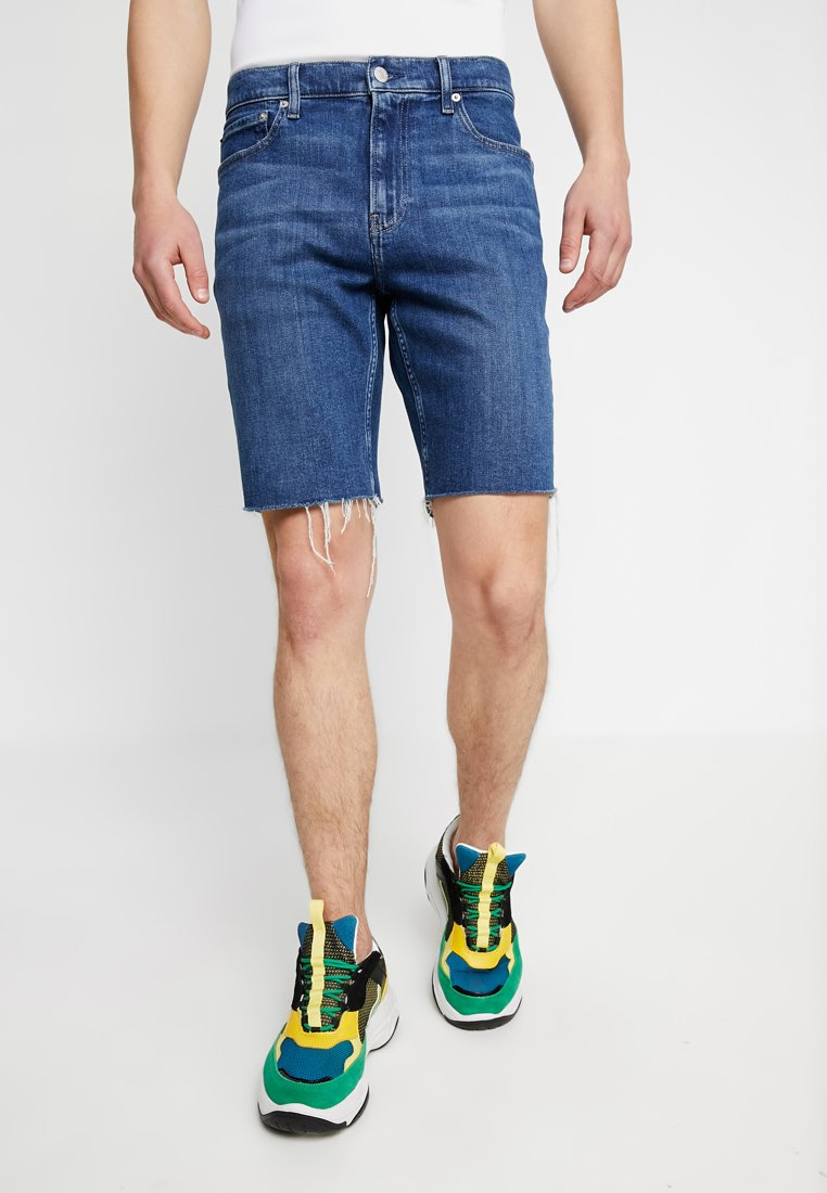 Calvin Klein Jeans - SHORT WITH RAW HEM PRIDE - Denim shorts - dark stone