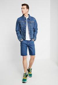Calvin Klein Jeans - SHORT WITH RAW HEM PRIDE - Džínové kraťasy - dark stone - 1