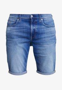Calvin Klein Jeans - REGULAR - Farkkushortsit - bright mid - 4