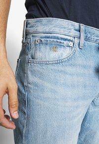 Calvin Klein Jeans - REGULAR SHORT - Denim shorts -  light blue - 5