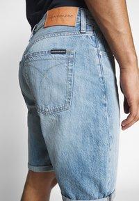 Calvin Klein Jeans - REGULAR SHORT - Denim shorts -  light blue - 3