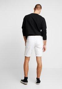 Calvin Klein Jeans - REGULAR SHORT - Jeans Shorts - white denim - 2