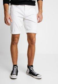 Calvin Klein Jeans - REGULAR SHORT - Jeans Shorts - white denim - 0