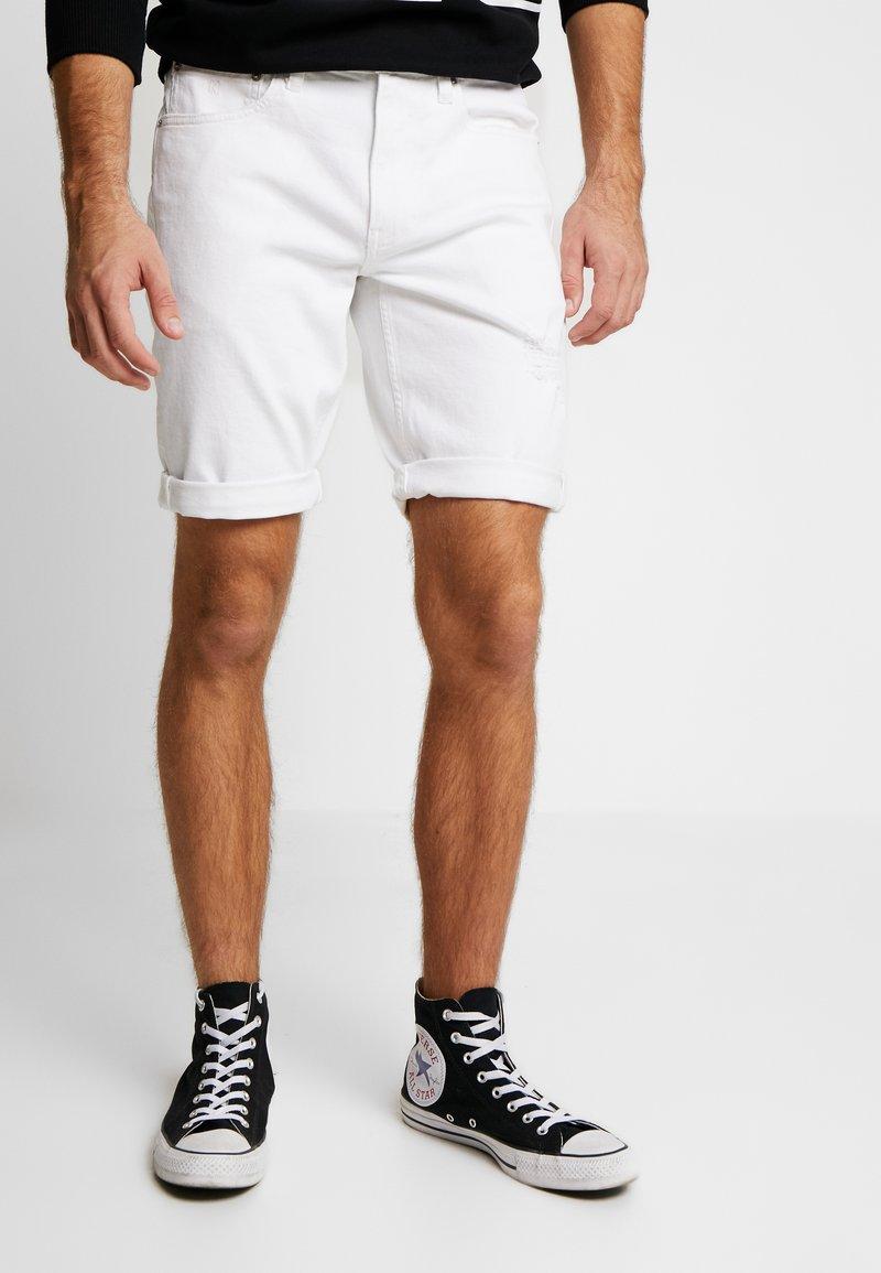 Calvin Klein Jeans - REGULAR SHORT - Jeans Shorts - white denim