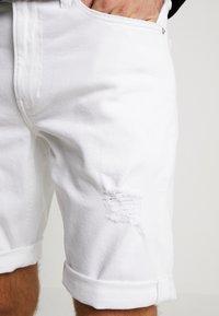 Calvin Klein Jeans - REGULAR SHORT - Jeans Shorts - white denim - 5