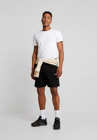 Calvin Klein Jeans - ESSENTIAL - Shorts - black - 1